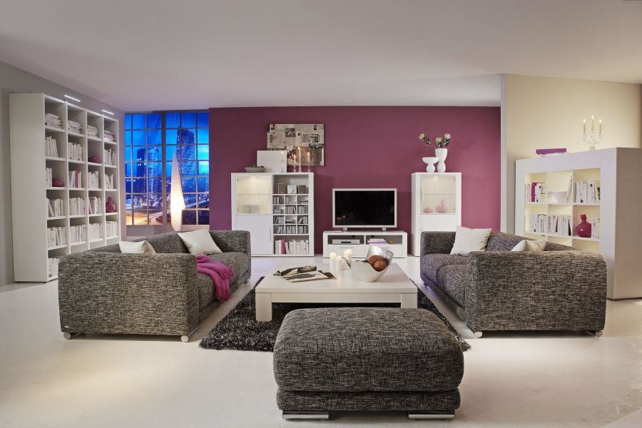 comment placer ses meubles dans son salon. Black Bedroom Furniture Sets. Home Design Ideas