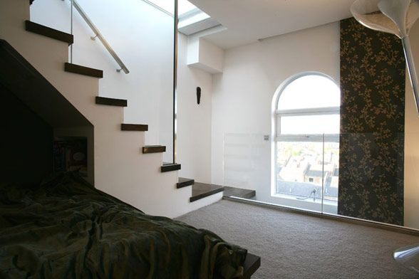 De l 39 h pital au loft un incroyable chantier de r novation moderne house 1001 photos - Appartement moderne ancien hopital ...