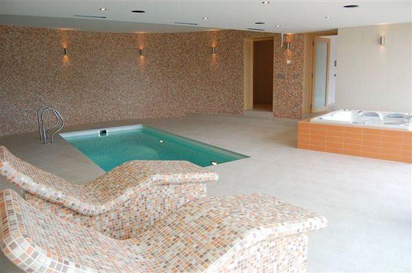 Intérieur spa avec psicine dans résidence de luxe en république tchèque