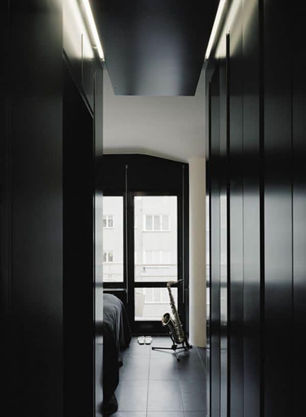Appartement suédois à la décoration sombre 6