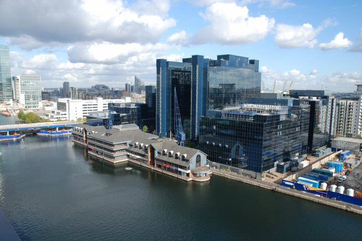 Un grand appartement luxueux canary wharf londres - La maison ah au bresil par le studio guilherme torres ...