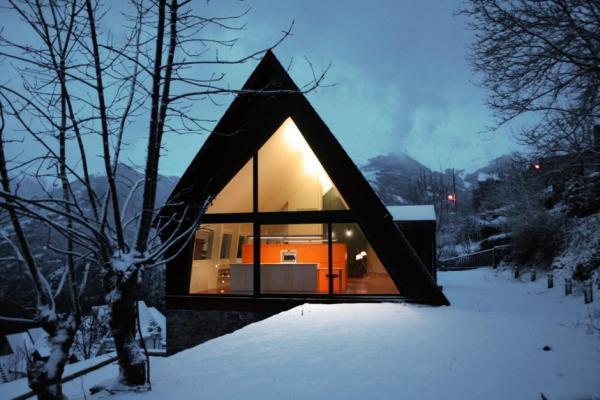 espagne une maison de montagne mi rustique mi moderne moderne house 1001 photos. Black Bedroom Furniture Sets. Home Design Ideas