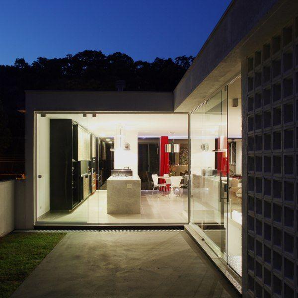 La villa salc au br sil moderne house - La maison ah au bresil par le studio guilherme torres ...