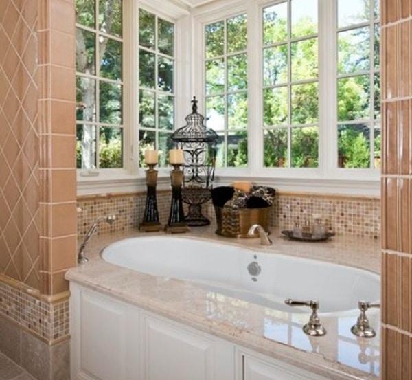 Baignoire alcove avec fenêtres