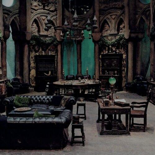 Décoration salon gothique 14