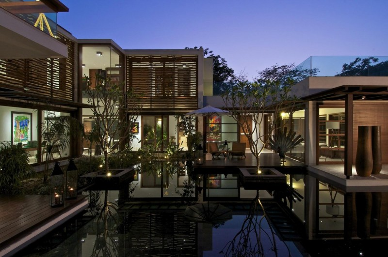 La contemporaine Courtyard House 20