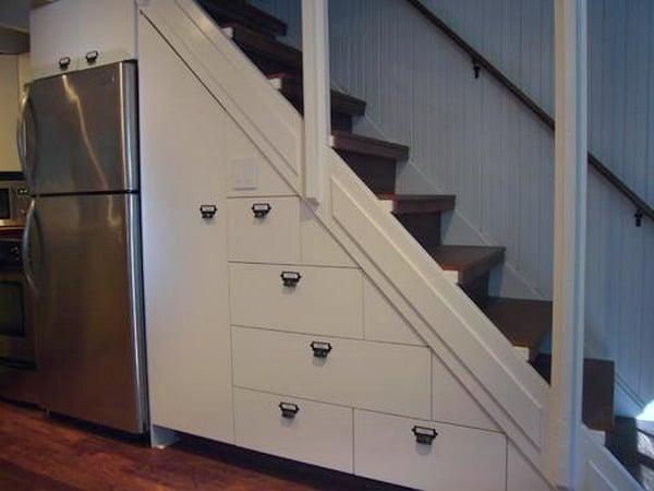 60 idées d'espaces de rangement sous l'escalier 34