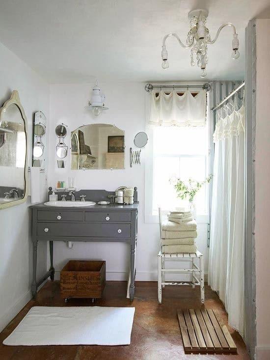 30 id es et astuces de rangement pour la salle de bain for Meuble salle de bain antique