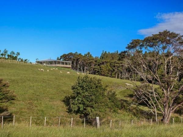 La maison contemporaine dans les collines 22