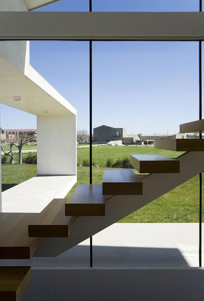 Villa faite de verre et de béton en Sicile 11