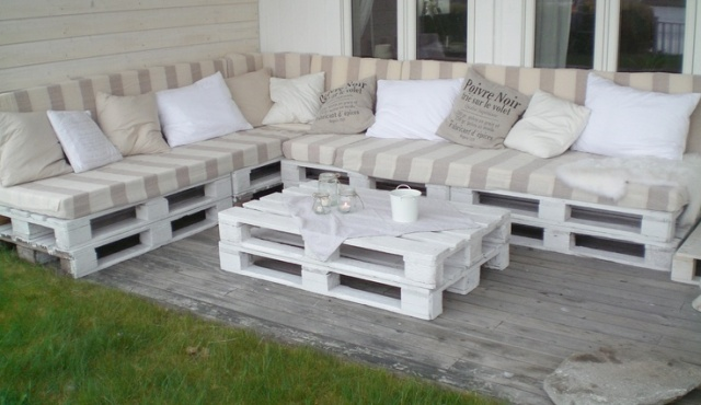salon de jardin en palette 15 mani res de le concevoir et l 39 am nager. Black Bedroom Furniture Sets. Home Design Ideas