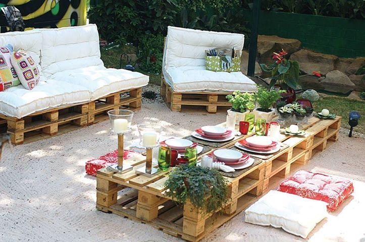 15 id es pour fabriquer son salon de jardin en palettes for Fabriquer des coussins pour salon de jardin