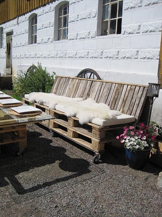 15 id es pour fabriquer son salon de jardin en palettes for Petit salon de jardin en palette