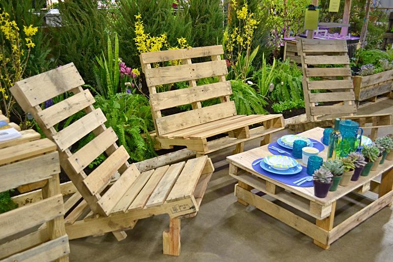 Chaises de jardin fabriquées en palettes