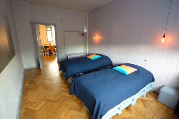 2 lits fabriqués avec du bois de palette