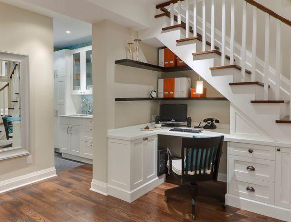 Aménagement d'un bureau sous un escalier