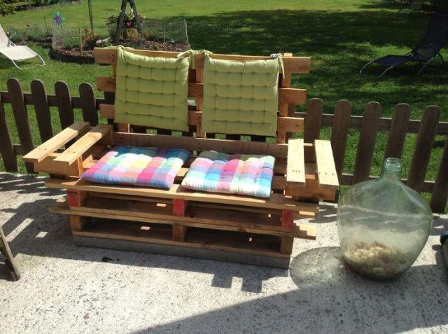 Sofa 2 places avec accoudoirs réalisé en bois de palettes