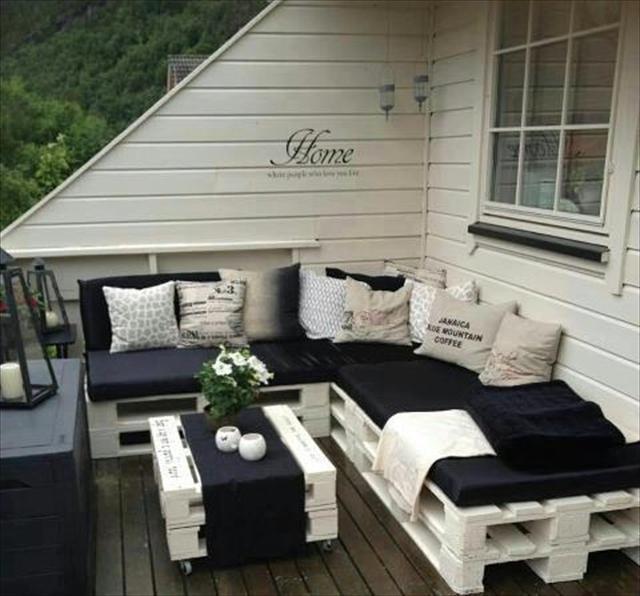 Canapé noir et blanc d'extérieur