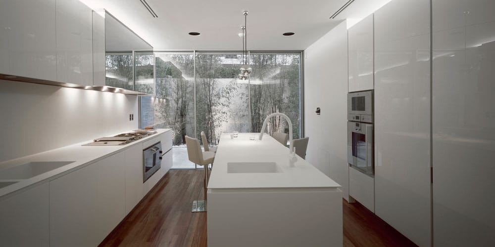 Une maison moderne en gr ce avec un garage de voitures de - La maison ah au bresil par le studio guilherme torres ...