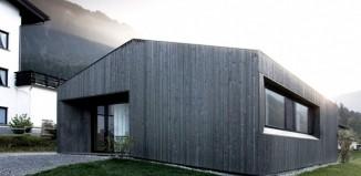 maison en bois dans la montagne