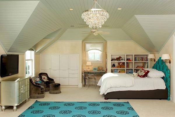 Chambre Avec Turquoise Sur Tête De Lit Et Tapis