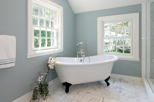 Quelques astuces pour bien choisir les couleurs de sa - Salle de bain avec baignoire sur pied ...