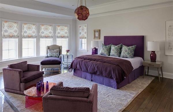 chambre violette avec mobilier design