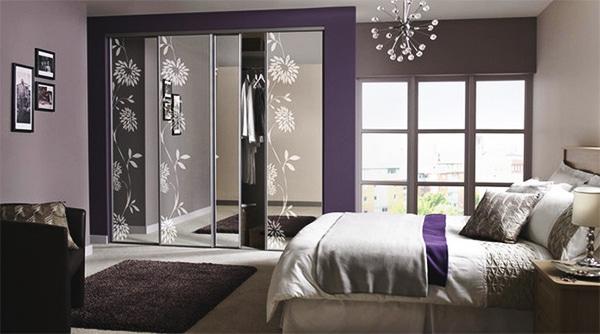 Chambre décorée avec une touche de violet