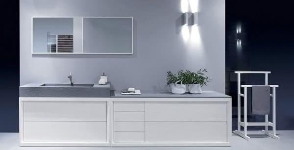 salle de bain grise et beige moderne avec vasque grise en basalte