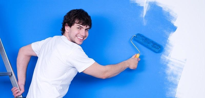 Peindre les murs d'une chambre