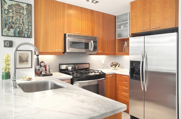 Léclairage Sous Les Meubles De Cuisine Entre Style Et - Lampe sous meuble cuisine pour idees de deco de cuisine