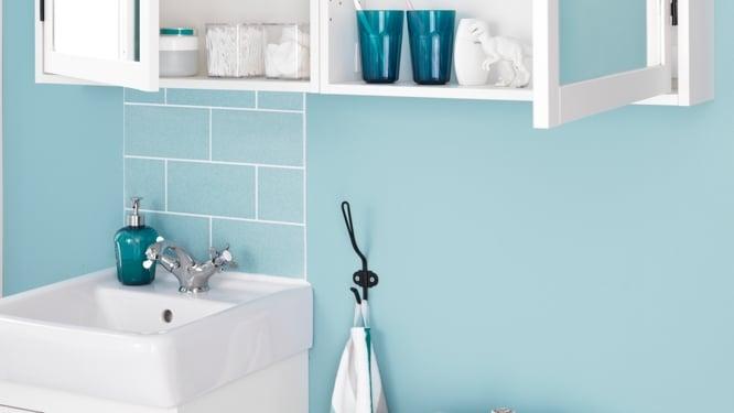 Les meilleures couleurs pour peindre une petite salle de bain peu lumineuse moderne house for Peinture salle de bain naturelle