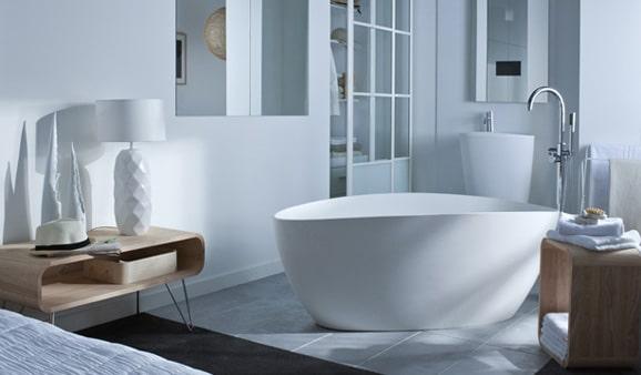 Les meilleures couleurs pour peindre une petite salle de for Peut on peindre une baignoire