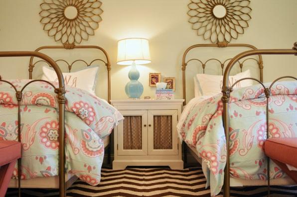 Quelques astuces pour d corer une chambre pour deux filles moderne house - Amenager petite chambre pour 2 filles ...