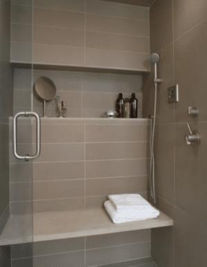 11 id es et conseils pour faire para tre une petite salle for Idee carrelage petite salle de bain