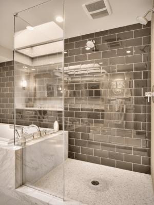 11 idées et conseils pour faire paraître une petite salle de bains ... - Idees De Salle De Bain Avec Douche