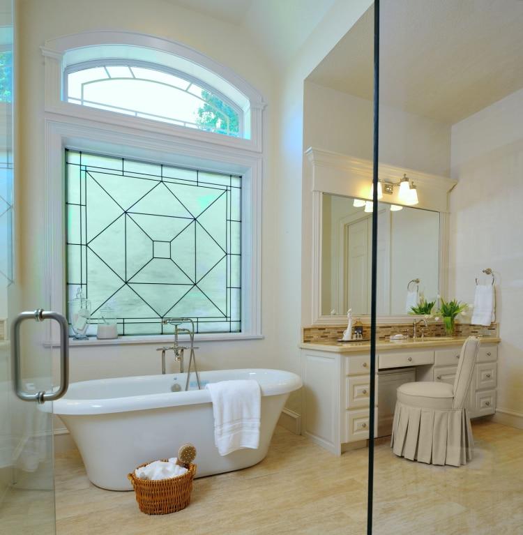 11 id es et conseils pour faire para tre une petite salle de bains beaucoup plus grande for Petite salle de bain design avec baignoire