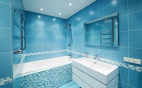 de bain bleue 42 manires de sublimer le bleu dans une salle faux plafond - Faux Plafond Salle De Bain Moderne