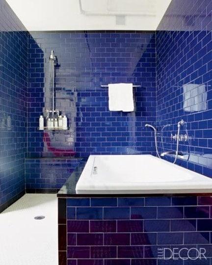 Salle de bain bleue 101 id es originales pour votre d co for Baignoire faience bleue