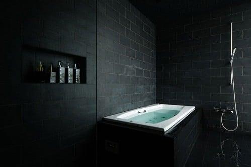 idee-salle-de-bain-noire-1