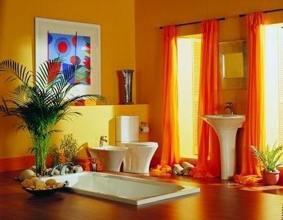 salle de bains contemporaines avec accessoires et murs orange
