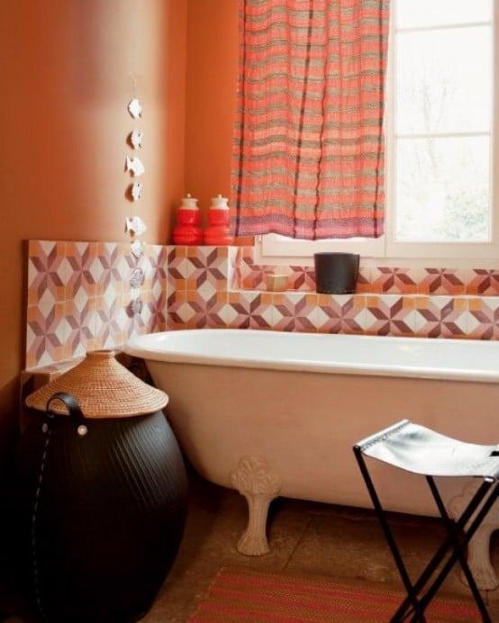 ancienne salle de bains dans les tons orange