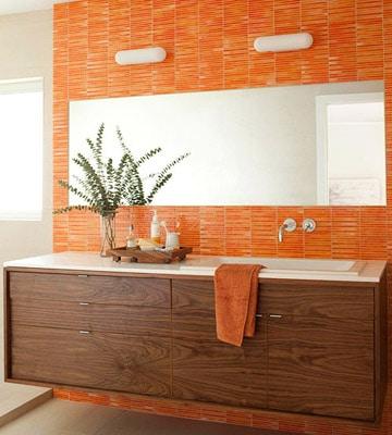 salle de bainsnmoderne avec mosaïque orange