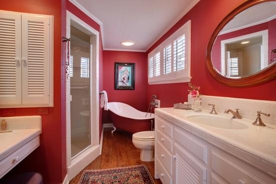 idee-salle-de-bain-rouge-3