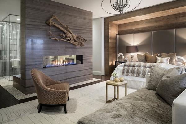 cheminée avec mur en palettes dans chambre contemporaine