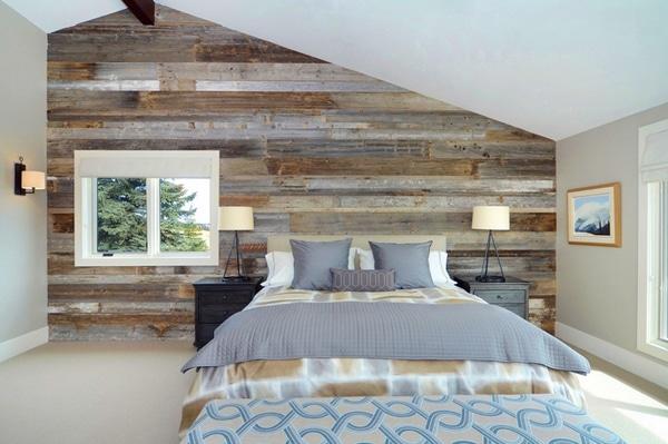 chambre cosy et moderne avec murs en palettes