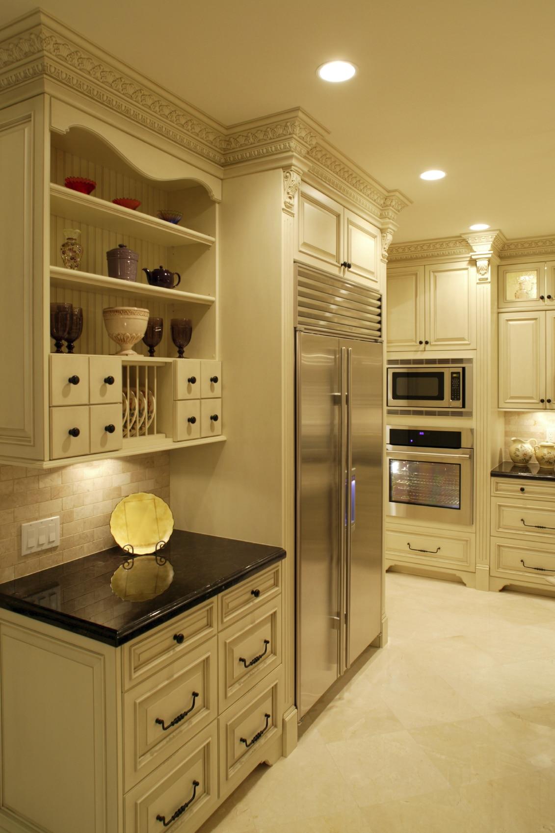 cuisine blanche de luxe avec des id es int ressantes pour la conception de la chambre. Black Bedroom Furniture Sets. Home Design Ideas