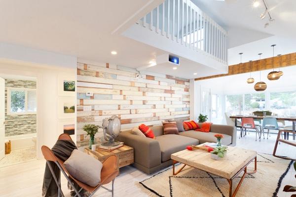 mur moderne en palettes dans un salon tendance
