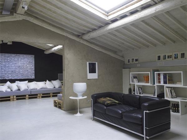 loft moderne avec décoration en palettes
