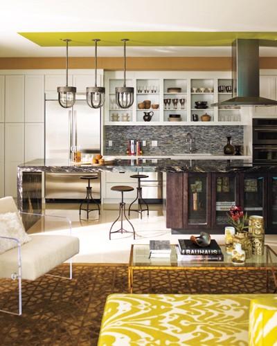 cuisine avec décoration industrielle colorée